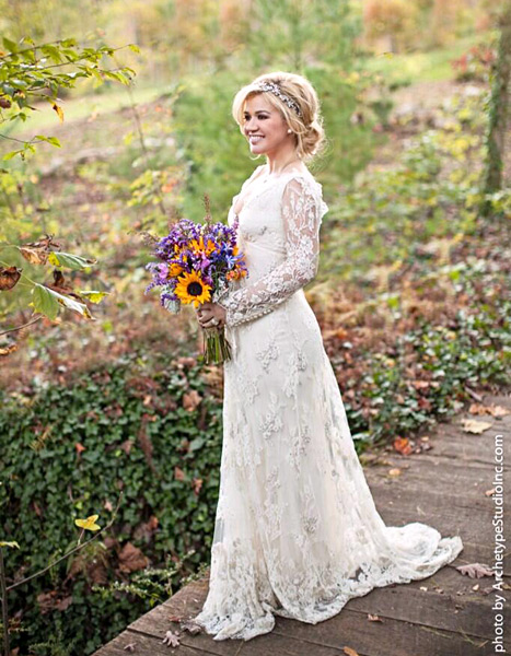 kelly-clarkson-wedding-dress-inline